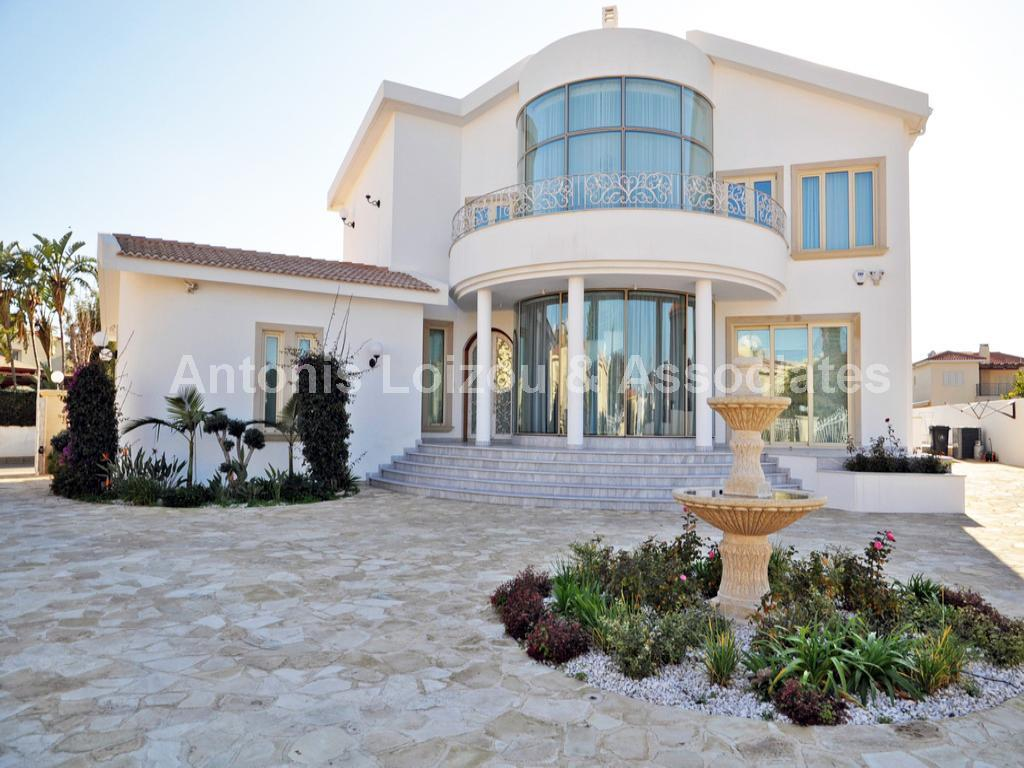 Luxurious Five Bedroom Villa with Private Pool in Agia Triada