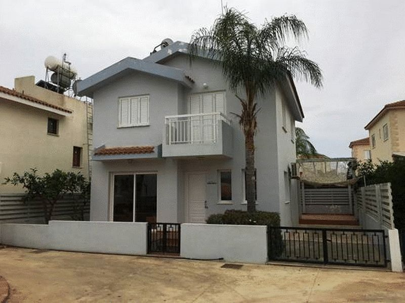Detached 3 Bedroom House within Walking Distance to the Beach