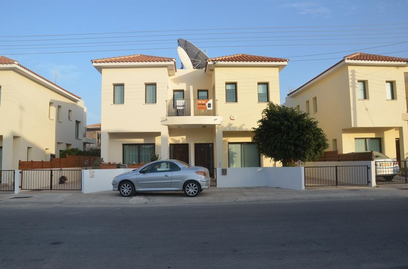 Three Bedroom Semi Detached House with Title Deeds in Derynia