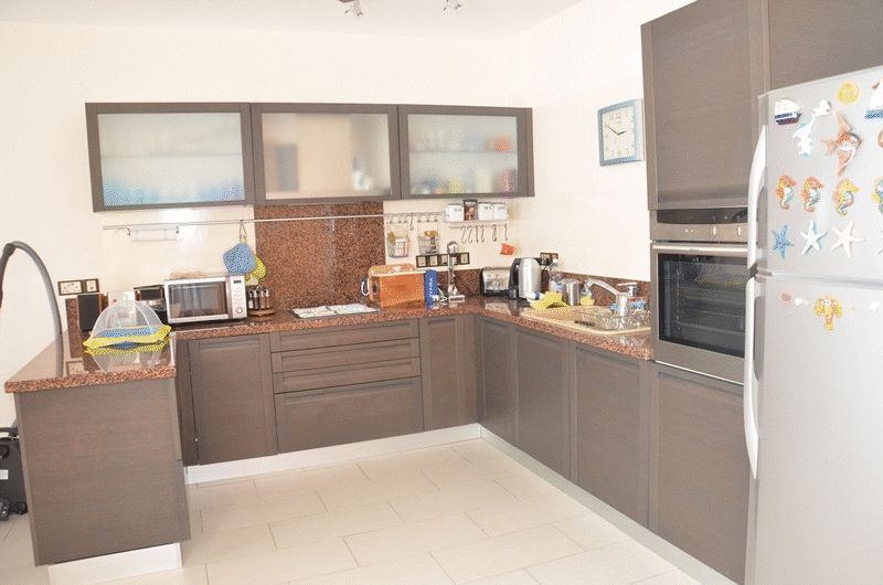 2 Bedroom Cozy Penthouse Apt with uninterrupted Sea Views