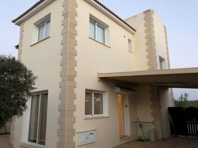 Detached 3 Bedroom House with Private Pool and Title Deeds in Pe