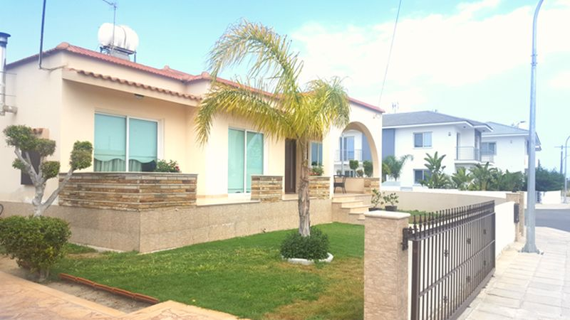 3 BEDROOM DETACHED HOUSE FOR SALE, LIVADHIA properties for sale in cyprus