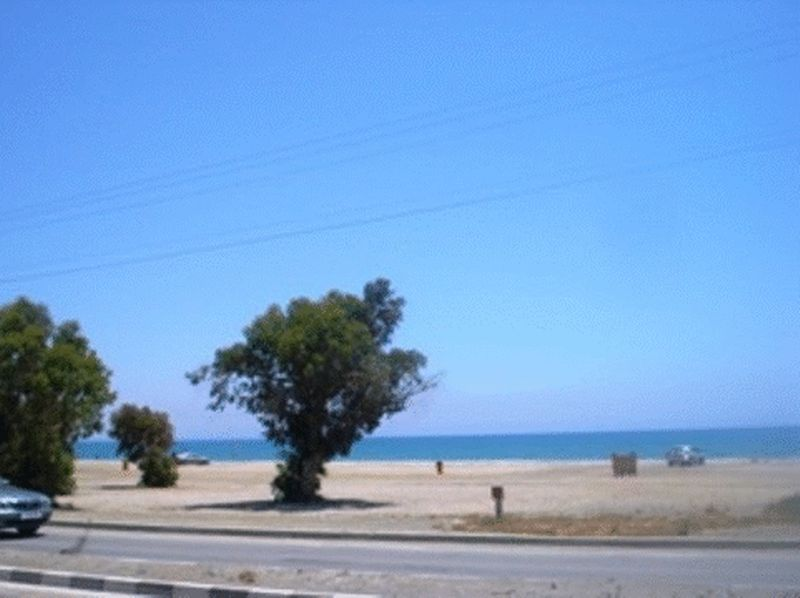 SHOP WITH 2 BEDROOM APARTMENT FOR SALE, DEKHELIA ROAD, LARNACA - 325,000 EUR properties for sale in cyprus