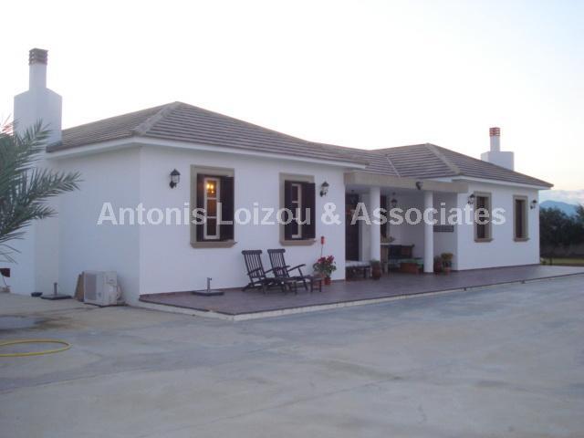 Bungalow in Larnaca (Pervolia) for sale