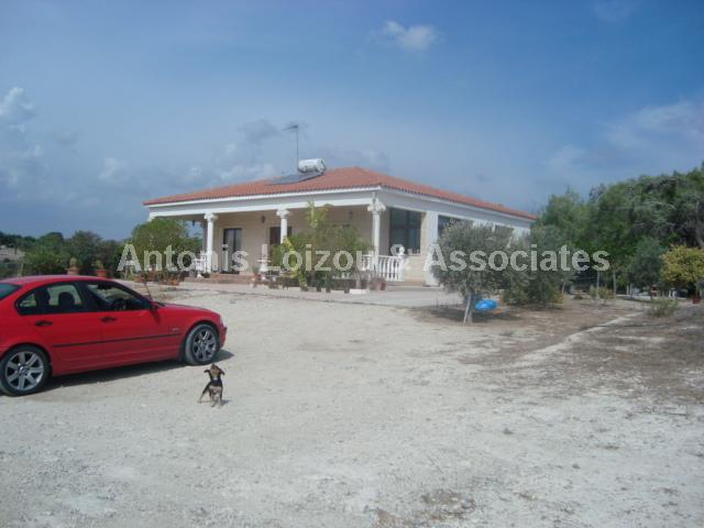 Detached Bungalo in Larnaca (Mazotos) for sale