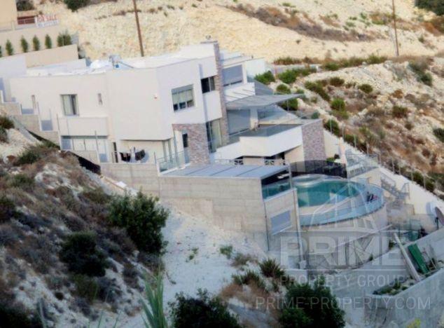 Villa in Limassol (Agios Tychonas) for sale