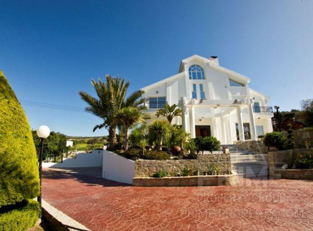 Villa in Limassol (Armenochori) for sale