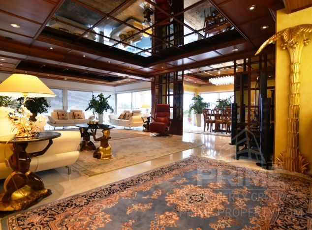 Sale of penthouse, 500 sq.m. in area: Crown Plaza - properties for sale in cyprus