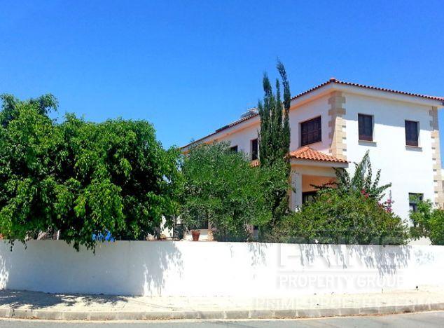 Villa in Limassol (Episkopi) for sale