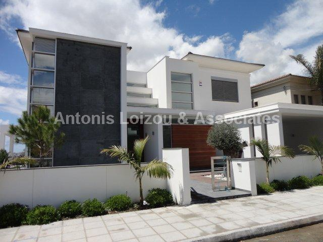 Villa in Limassol (Kalogyroi) for sale
