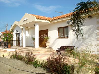 Bungalow in Limassol (Kalogyroi) for sale