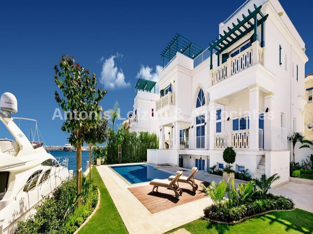 Three Bedroom Sea front Apatment properties for sale in cyprus