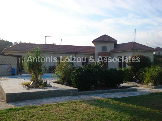 Bungalow in Limassol (Monagroulli) for sale