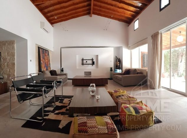 Villa in Limassol (Neapolis) for sale