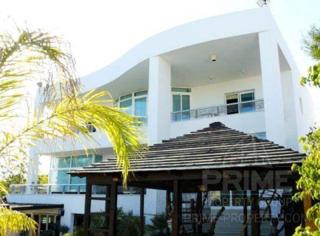 Sale of villa, 750 sq.m. in area: Papas - properties for sale in cyprus