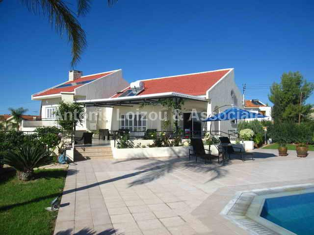 Detached Villa in Limassol (Paramali) for sale