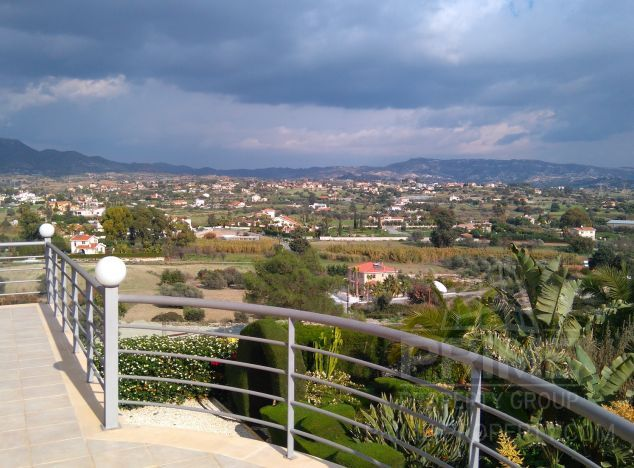 Sale of villa, 530 sq.m. in area: Pyrgos - properties for sale in cyprus
