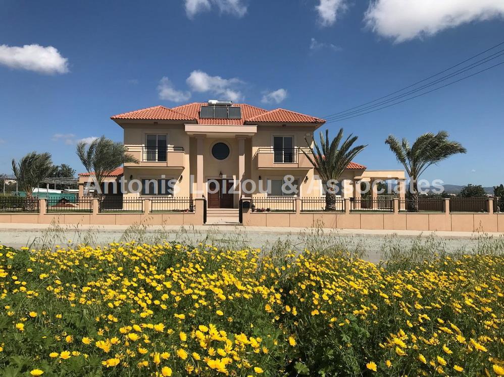 Six Bedroom Villa In Ypsonas