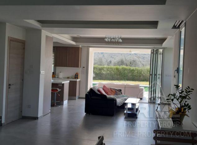 Villa in Nicosia (Agia Varvara) for sale