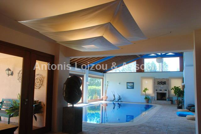 6 Bedroom Villa minutes away from the Mall of Cyprus