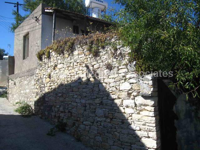 Semi Village Hou in Paphos (Arminou) for sale