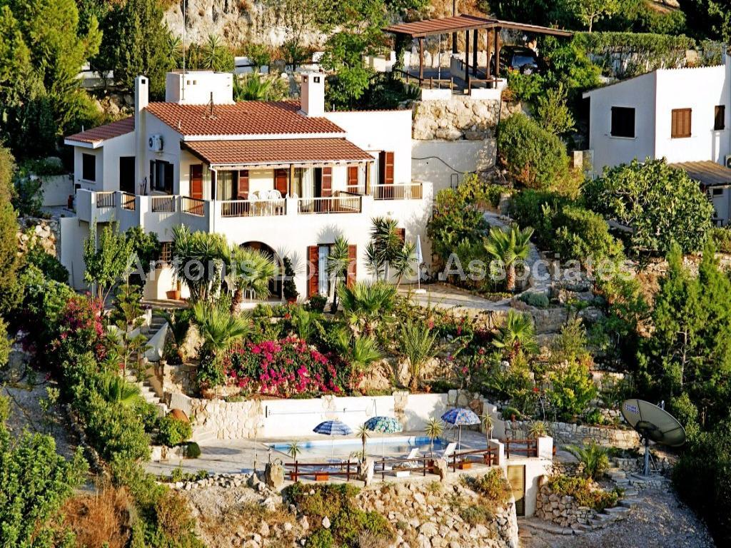 Villa in Paphos (Kamares) for sale