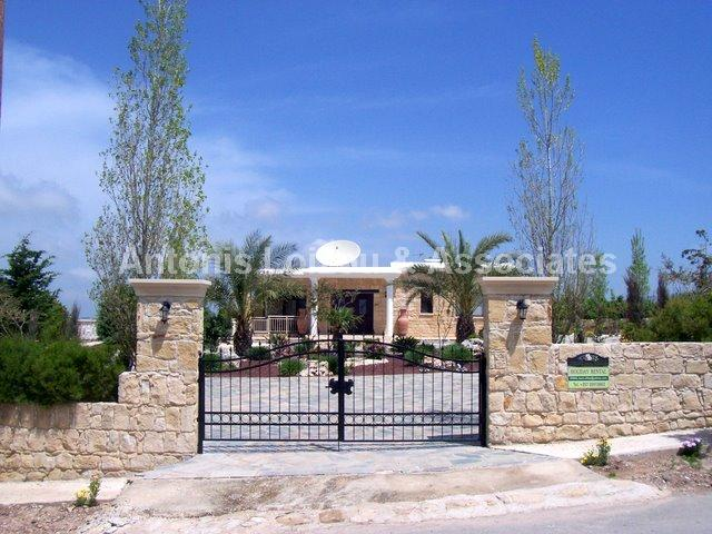 Bungalow in Paphos (Kathikas) for sale