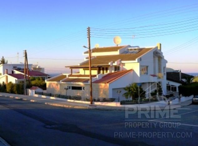 Sale of villa, 1,200 sq.m. in area: Paralimni - properties for sale in cyprus