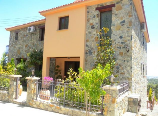 Sale of villa, 485 sq.m. in area: Platres - properties for sale in cyprus